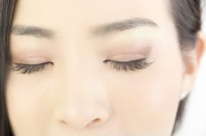 眉毛が伸びる仕組みと老化についてご紹介!